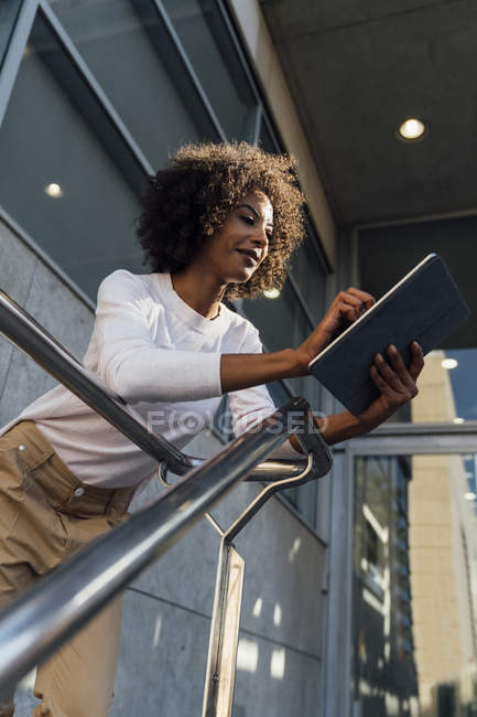 Young casual businesswoman using smartphone — Stock Photo