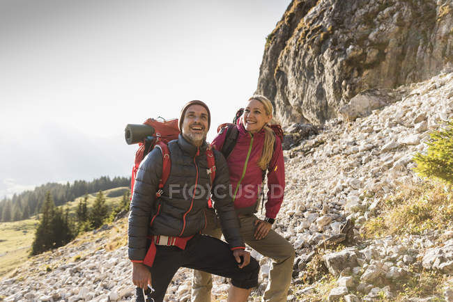 Hiking couple admiring beautiful nature — Stock Photo