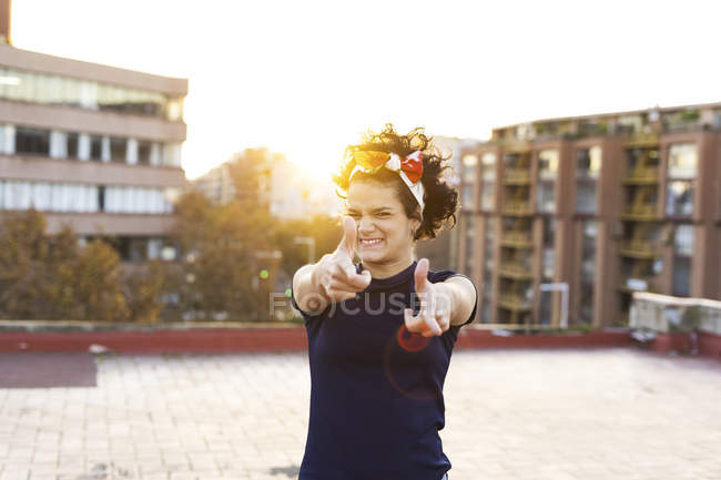 Portrait of young woman having fun in the city at sunset — Stock Photo