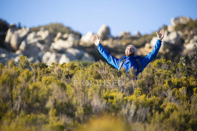 Spain, Andalusia, Tarifa, happy man on a hiking trip in the mountains cheering — Stock Photo