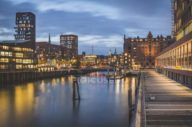 Germany, Hamburg, Elbarkaden at blue hour — Stock Photo