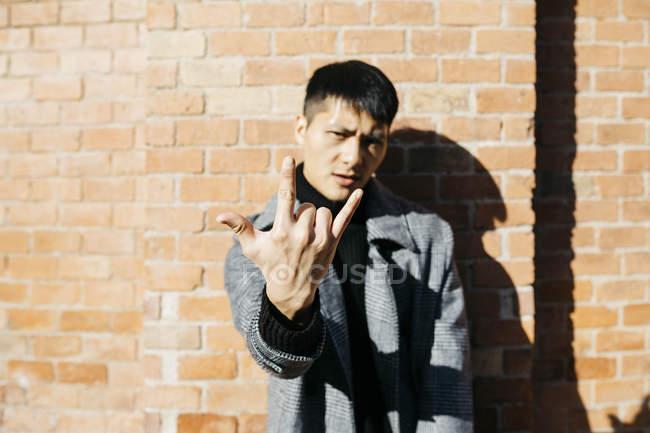 Mann, Rock And Roll Anzeichen — Stockfoto