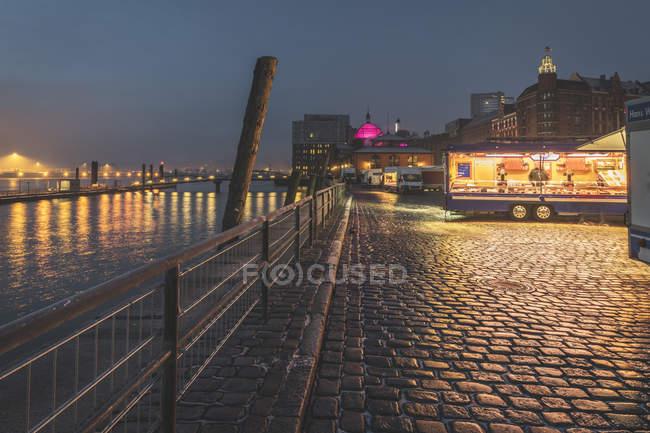 Germany, Hamburg, Altona, fish market with snack stalls — Stock Photo