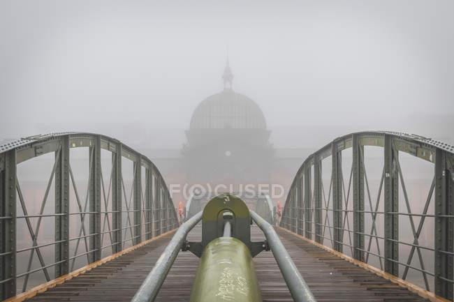 Alemania, Hamburgo, mercado de pescado Altona en la niebla - foto de stock