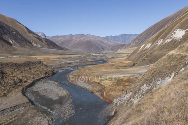 Грузія, великий Кавказ, ущелина Труо з річкою Терек — стокове фото