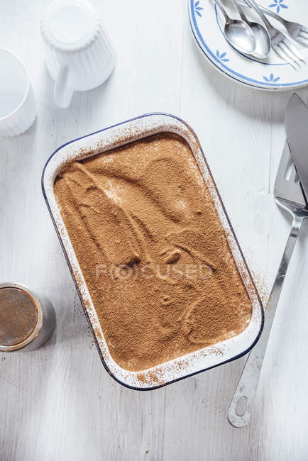 Tiramisu with coconut and cashew cream in casserole, from above — Stock Photo