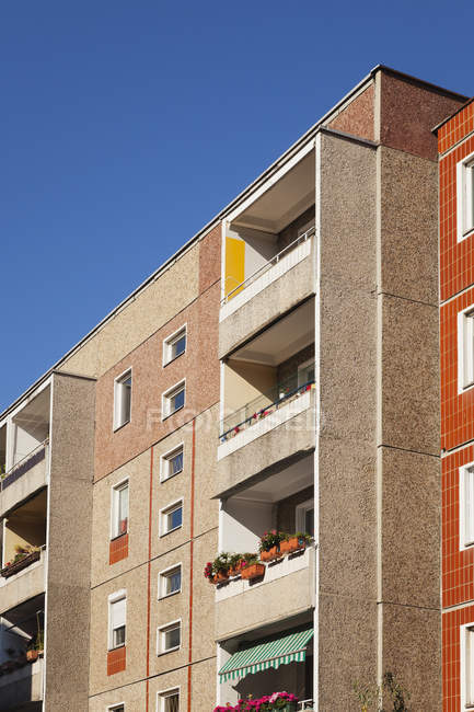 Germany, Berlin-Mitte, concrete tower block with balconies — Stock Photo