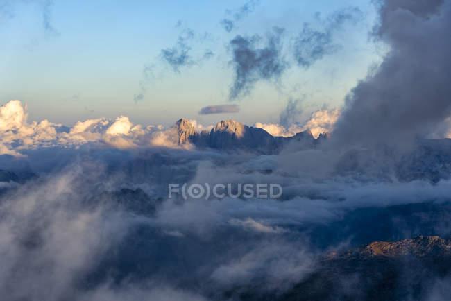 Італія, Венето, Доломітові Альпи, Альта Віа Бепі Зак, захід сонця на Marmolada — стокове фото