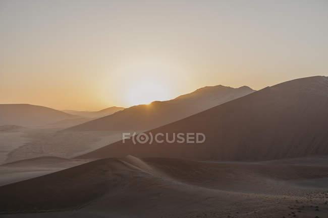 Namibia, Namib-Wüste, Namib-Naukluft-Nationalpark, Sossusvlei, Sonnenuntergang in der Düne 45 — Stockfoto