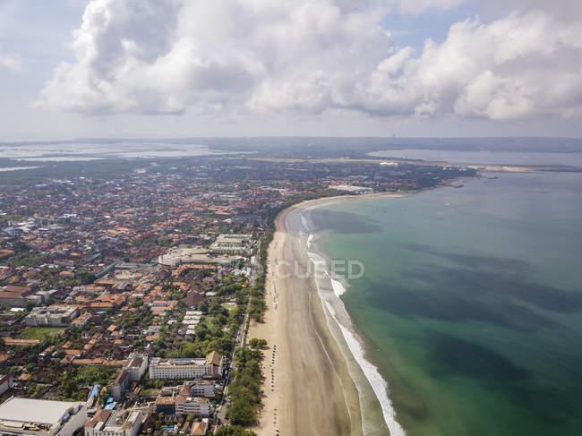 Bali, praia de Kuta, litoral e Oceano Índico, vista aérea — Fotografia de Stock