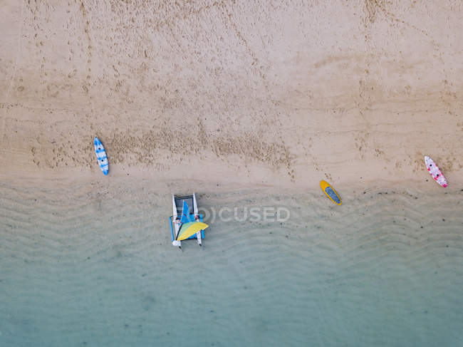 Indonesia, Bali, Nusa Dua beach, Sailboat, kayak and sup boards at the beach — Stock Photo