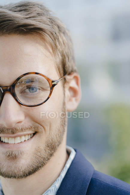 Smiling businessman with glasses, close up, portrait — Stock Photo