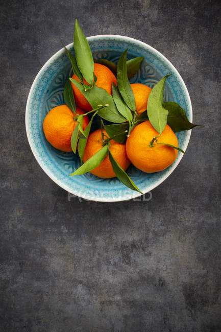 Clementines in bowl, from above — Stock Photo