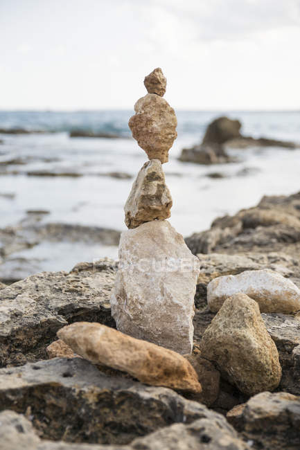 Italy, Sicily, Vendicari nature reserve, cairn on the beach — Stock Photo
