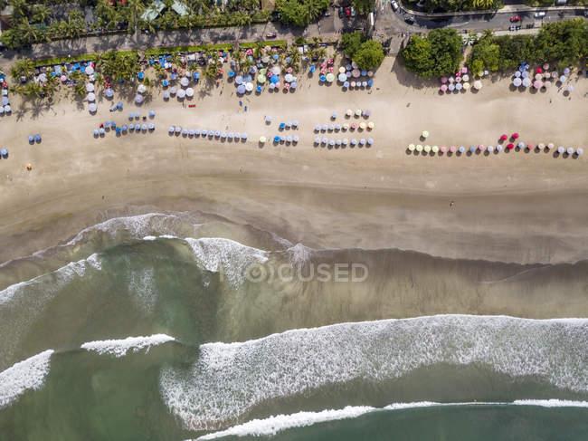 Bali, praia de Kuta, vista ao Seashore e à praia, vista aérea — Fotografia de Stock
