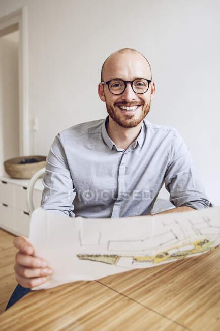 Architekt arbeitet vom Home Office aus — Stockfoto