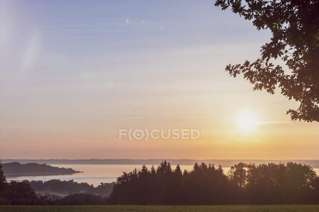 Німеччина, Prien на озері Кімзее на заході сонця — стокове фото