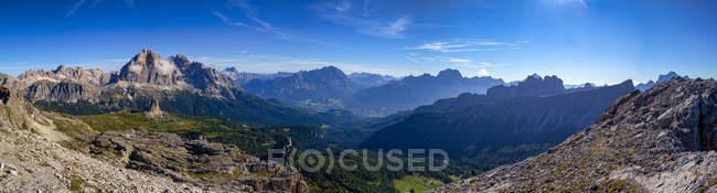 Italy, Veneto, Dolomites, Giau Pass, Tofana di Rosez, Cinque Torri, Cristallo and Lastoi di Formin from the top of Gusela — Stock Photo