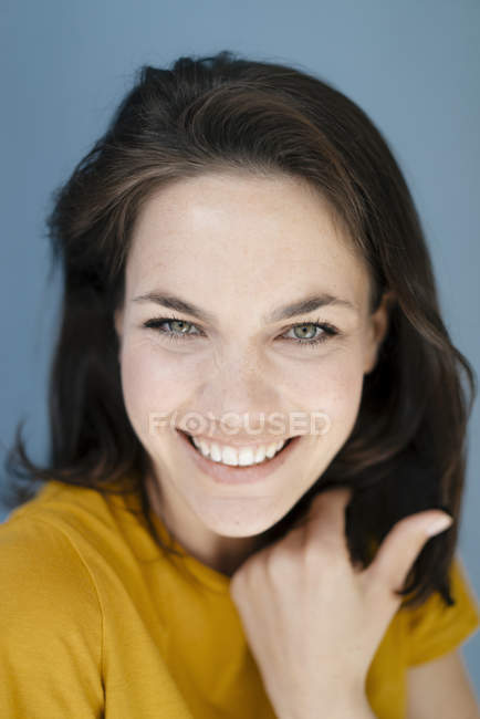 Portrait of a pretty woman, smiling happily — Stock Photo