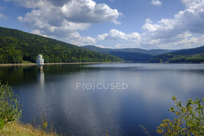 Alemania, Baviera, Baja Baviera, cerca de Frauenau, Bosque Bávaro, Presa Frauenau, Embalse de agua potable - foto de stock