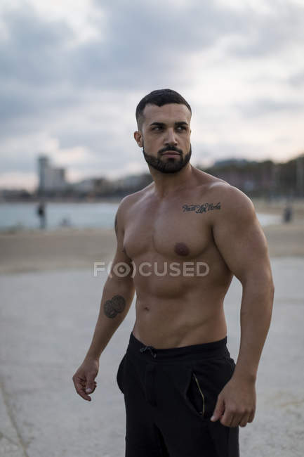 Portrait of barechested muscular man outdoors — Stock Photo