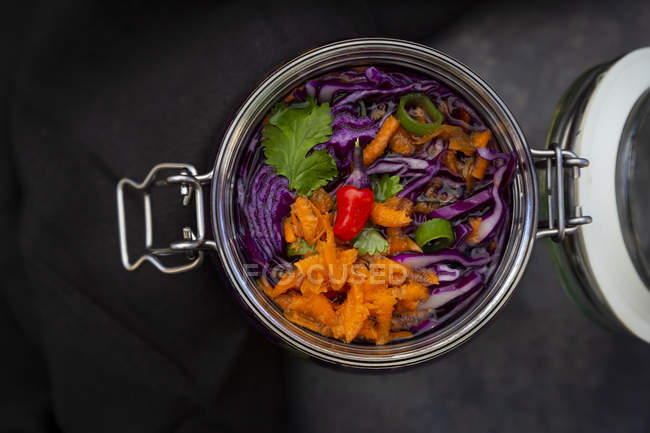 Homemade red cabbage, fermented, with chili, carrot and coriander, in a preserving jar — Stock Photo