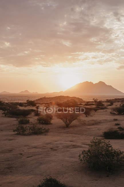 Намибия, Шпицкоппе, пустынный пейзаж на закате — стоковое фото