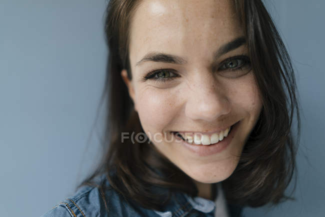 Portrait of a woman, smiling happily — Stock Photo