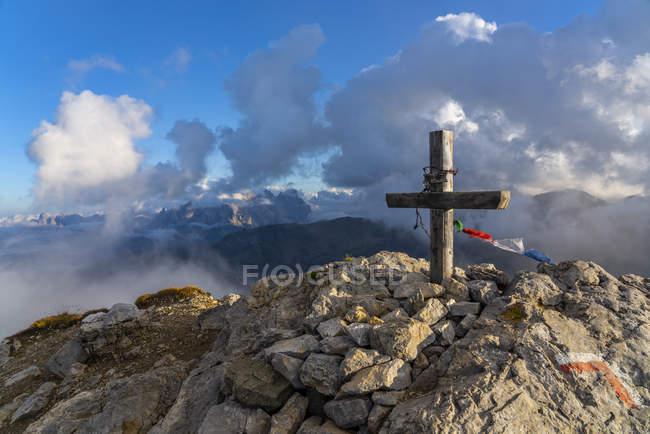 Італія, Венето, Доломітові Альпи, Альта Віа Бепі Зак, захід сонця на саміті в Кампіанькача — стокове фото