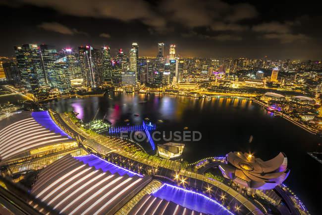 Singapur, paisaje urbano por la noche - foto de stock