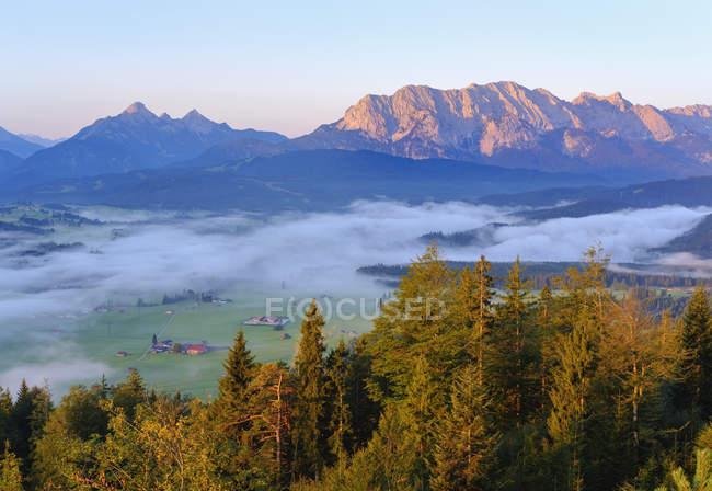 Allemagne, Haute-Bavière, Werdenfelser Land, Wetterstein Mountains, Vue de Krepelschrofen près de Wallgau — Photo de stock