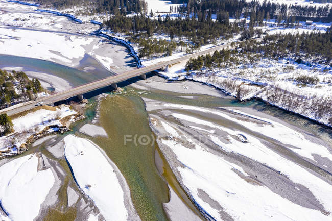 Австрія, Тіролі, Лех-Валлі, річка Лех взимку, аерофотографія — стокове фото