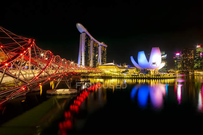 Singapore, Marina Bay Sands Hotel di notte — Foto stock