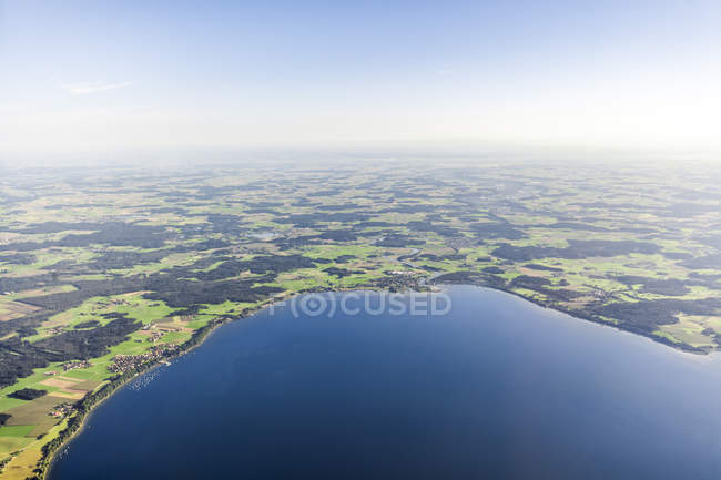 Germany, Bavaria, Aerial view of Lake Chiemsee, Seebruck and Gollenshausen — Stock Photo