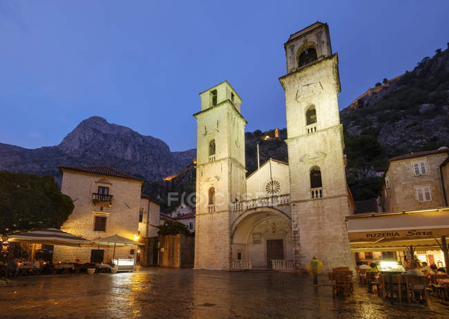 Montenegro, Kotor, old town, Cathedral of Saint Tryphon at dusk — Stock Photo