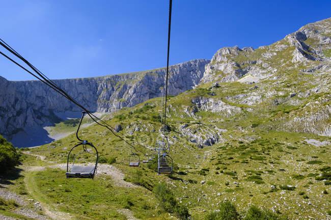 Чорногорія, Національний парк Дурміор, гірський масив Думіор, крісельний підйомник на Саву Кук — стокове фото