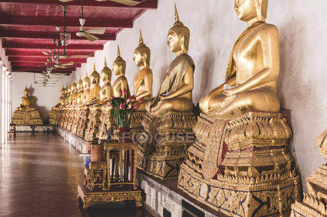 Thailand, Bangkok, Buddah statues in a temple — Stock Photo