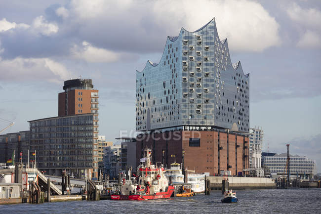 Germany, Hamburg, HafenCity, Elbe Philharmonic Hall and Kehrwiederspitze — Stock Photo