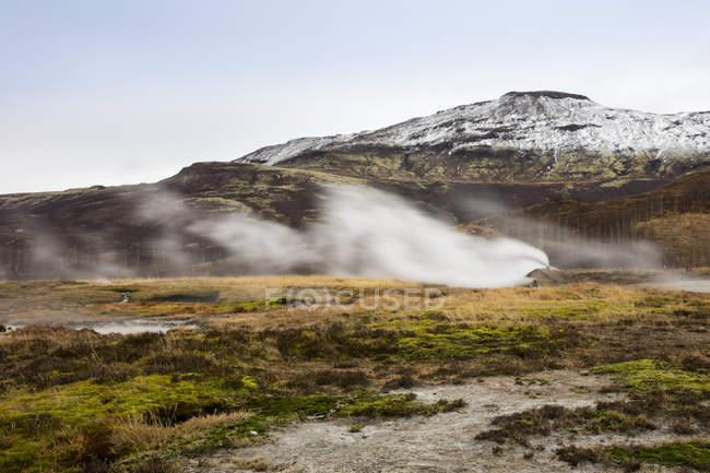 Iceand, vallée de Haukadalur, site géothermique avec source thermale, geyser — Photo de stock