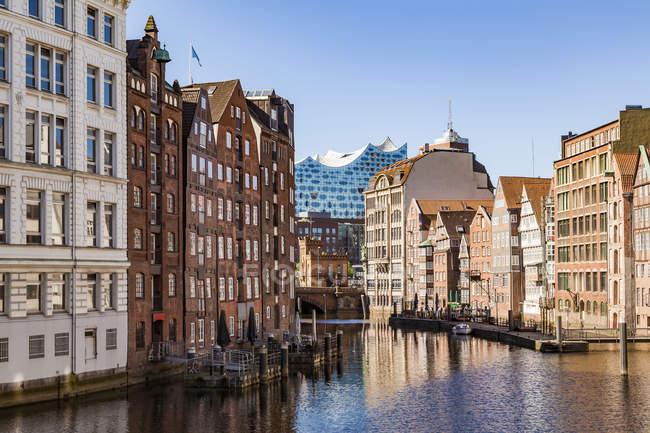 Allemagne, Hambourg, Vieille Ville, Maisons de ville à Nikolai Fleet — Photo de stock