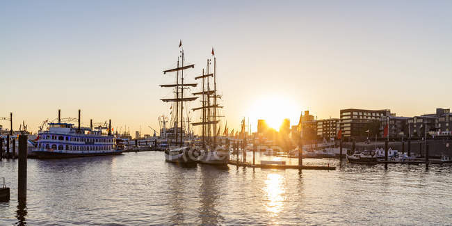 Germany, Hamburg, Baumwall, City Marina at sunset — Stock Photo