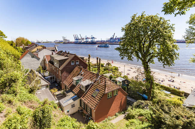 Germany, Hamburg, Oevelgoenne, captain's houses and pilot houses at the Elbe shore seen from Himmelsleiter — Stock Photo