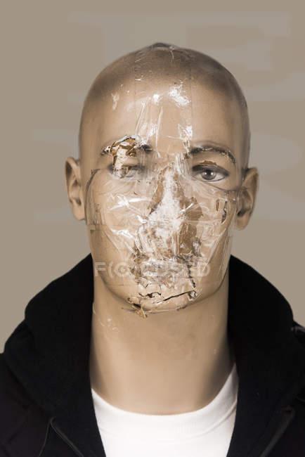Поврежденная голова мужского дисплея манекенс склеены sellotape — стоковое фото
