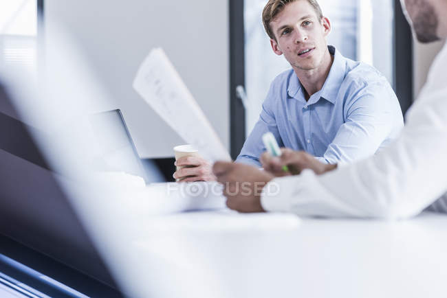 Two colleagues in office working together — Stock Photo