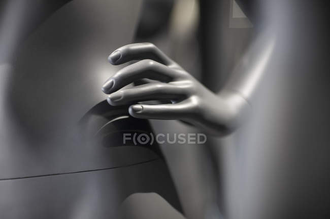 Hand of grey display dummy, close-up — Stock Photo