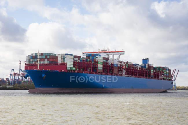 Германия, Гамбург, Контейнерный корабль — стоковое фото