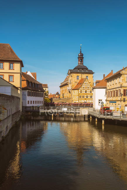 Germany, Bavaria, Bamberg, Old town hall and Regnitz river — Foto stock