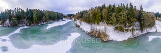 Germany, Baden-Wuerttemberg, Ostalbkreis, Swabian forest, Aerial view of forest and Eisenbach reservoir in winter — Stock Photo