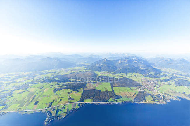 Germany, Bavaria, Chiemgau, Aerial view of Lake Chiemsee, Alps, A9 motorway and Bernau, Kampenwand and Alps in the background — Stock Photo