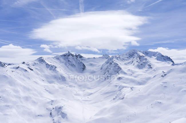 Франція, Французькі Альпи, ле-Менурес, Труа-Вальє, вид на гірськолижний район — стокове фото